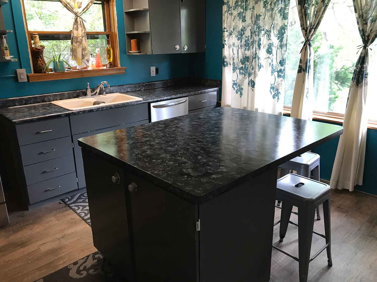 paint an island counter top like granite